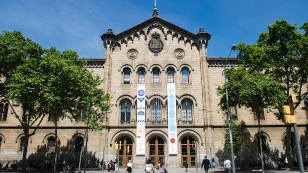 Fachada de la Universidad de Barcelona (UB)