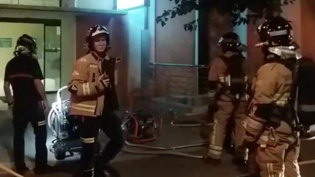 Los bomberos sofocaron con rapidez las llamas, que originaron una gran cantidad de humo