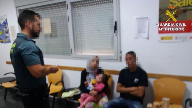 Imagen de algunos de los ocupantes de la patera llegada a Santa Pola