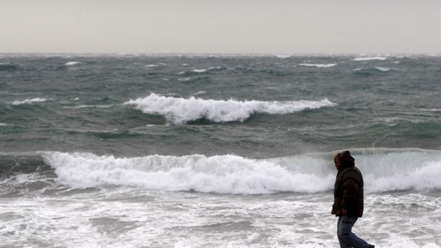 Hemeroteca: Muere un hombre de unos 40 años ahogado en una playa de Almería | Autor del artículo: Finanzas.com