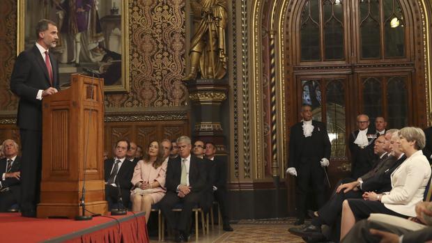 El Rey pronuncia un discurso en el Parlamento británico