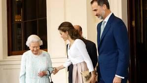 Despedida de Isabel II a los Reyes