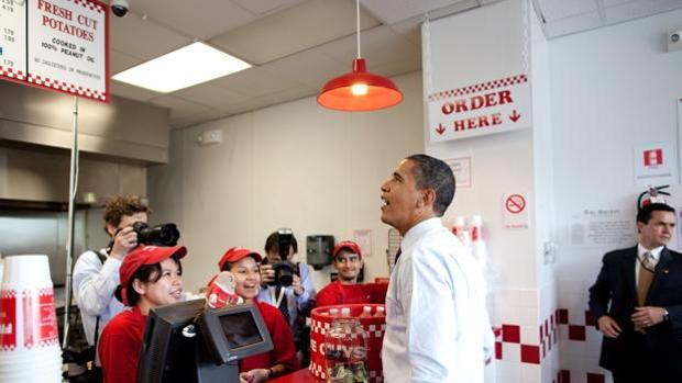 Barack Obama en un establecimiento de Five Guys en Washington el pasado mes de agosto