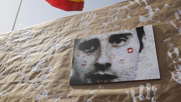 La Guardia Civil investiga a los dos jóvenes que se burlaron de Miguel Ángel Blanco