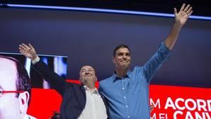 Iceta, junto a Pedro Sánchez, durante su proclamación como candidato
