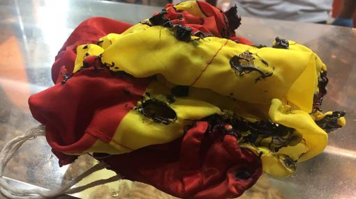 Bandera de España quemada