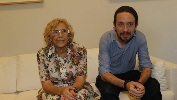 Imagen de una reunión de Manuela Carmena y Pablo Iglesias en 2015