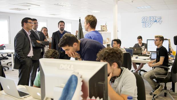 Visita recent de Jorge Rodríguez a joves emprenedors de la Universitat Politècnica de València