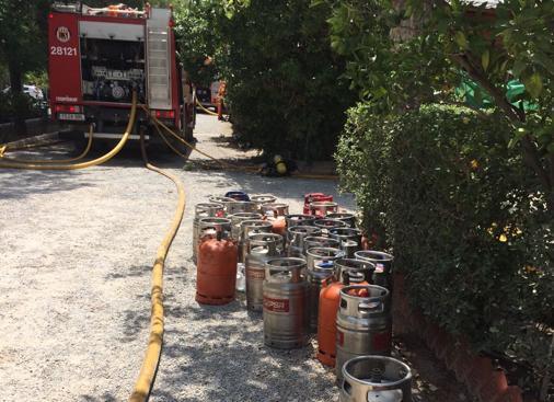 Imagen de las bombonas en el camping donde se ha producido el incendio