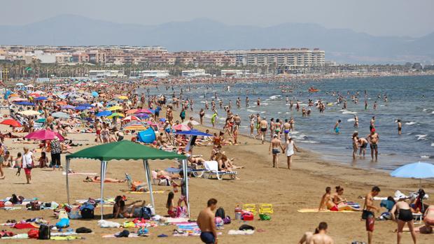 Imagen de archivo de la playa de La Malvarrosa