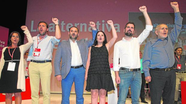 M. Luz Martínez, Óscar Puente, J. L. Ábalos, Adriana Lastra, Luis Tudanca y Demetrio Madrid, en la clausura