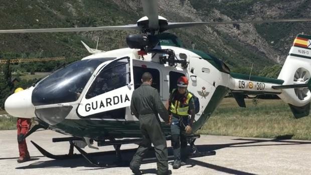 Unidad aérea que rescató el cuerpo del montañero fallecido en Montrebei (Huesca)