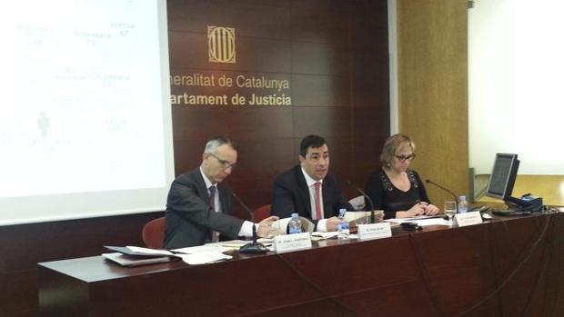 Pere Soler, en el centro, durante su etapa como responsable de Servicios Penitenciarios de la Generalitat