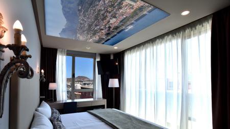 Una de las habitaciones del Hotel Doña Luisa