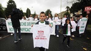 Menifestación de familias afectadas en Santiago
