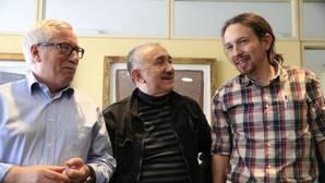 Pablo Iglesias con el líder de UGT, Pepe Álvarez (c) y el es secretario general de CCOO, Fernández Toxo, en 2016