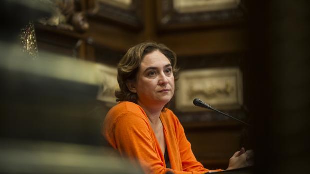 La alcaldesa, en un pleno en Barcelona
