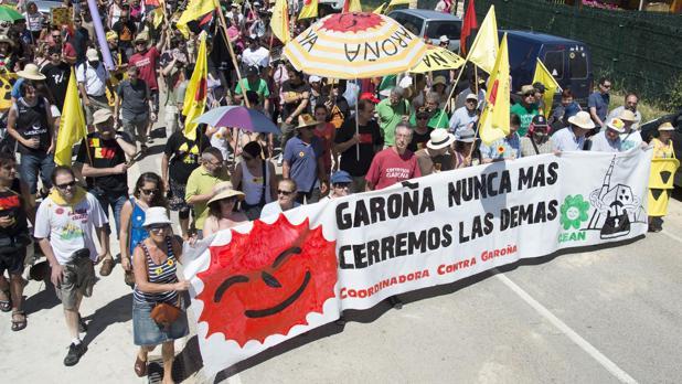 Manifestación contra la reapertura de la planta