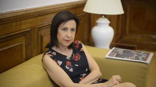 Margarita Robles atiende a las preguntas de la entrevista