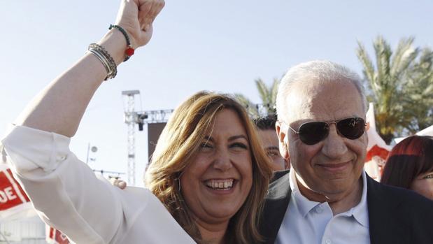 La presidenta de la Junta de Andalucía, Susana Díaz, junto a Alfonso Guerra, en quien encontró un relevante apoyo