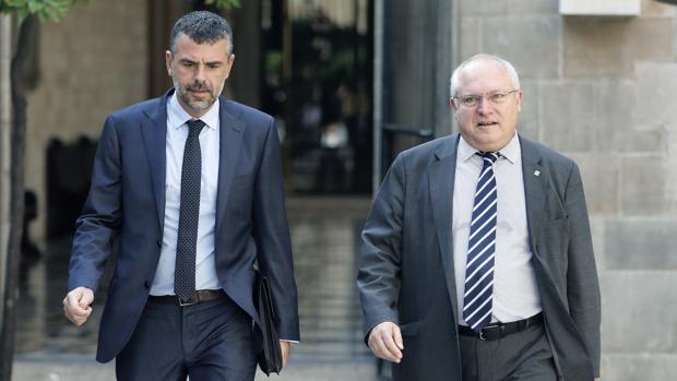 Lluís Puig (derecha), junto a su antecesor en la Consejería de Cultura de la Generalitat, Santi Vila