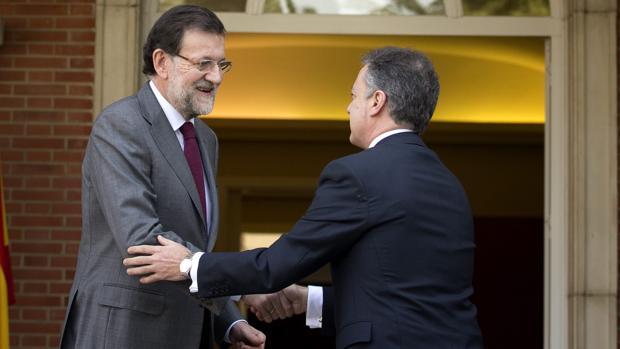 Rajoy Urkullu, en un encuentro mantenido en 2013