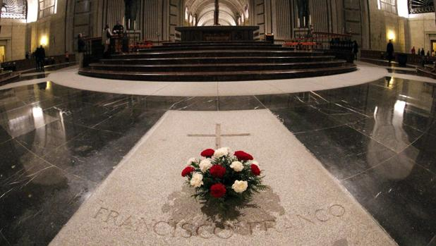 Resultado de imagen de tumba de franco