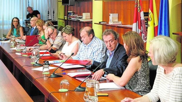 El vicepresidente firma el acuerdo de función pública con los representantes de CC.OO., UGT y CSIF