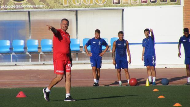 En el «Paquito Giménez» de Socuéllamos verán este año muchas caras nuevas, pues solo cinco futbolistas se mantienen de Segunda B