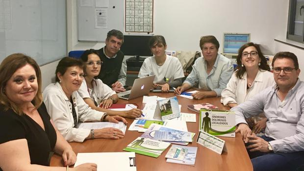 La casi totalidad de los profesionales que integran el equipo de orto-neuropediatría del Hospital Clínico de Valladolid, junto a la gerente de Aspace Castilla y León, Raquel Aceves (primera izquierda)