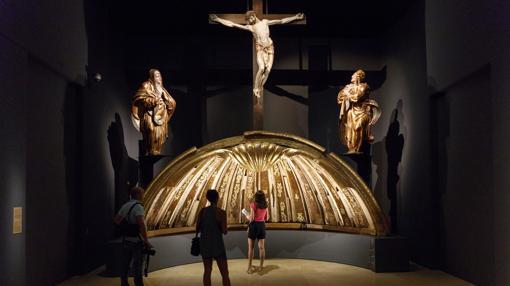 Venera y Calvario que coronaban el retablo de San Benito