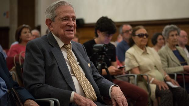 Enrique Badosa, durante el homenaje que le rindió la Universidad de Barcelona