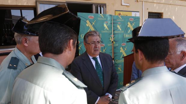 Interior consultar a polica y sindicatos en el cambio de for Cambios en el ministerio del interior