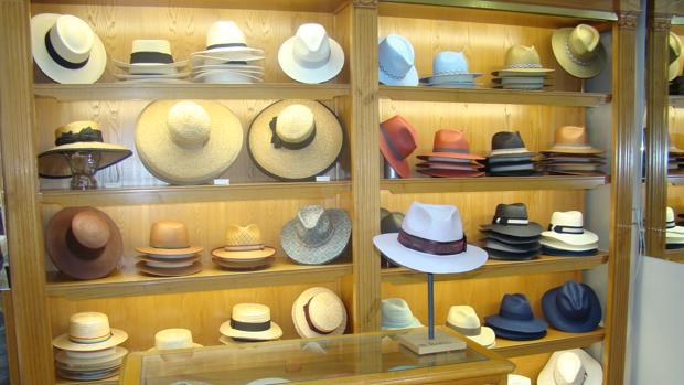 Madrid En Casa Yustas tienen más de 12.000 referencias de sombreros a99f73b24f9