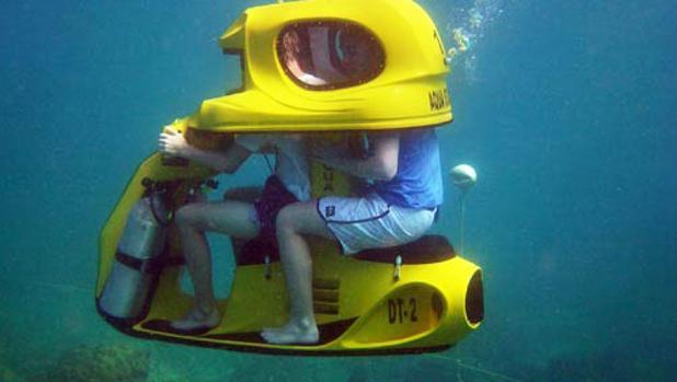 Ya puedes circular en Vespa submarina en Canarias