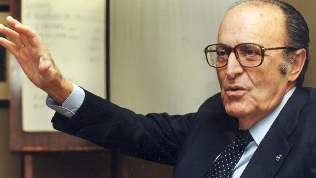 Enrique Fuentes Quintana, vicepresidente segundo del Gobierno y ministro de Economía de España