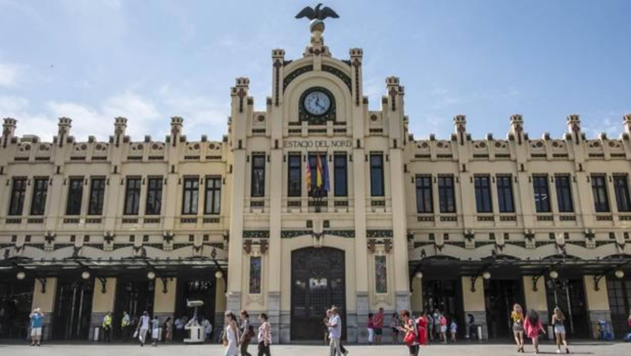 La estaci n del norte de valencia celebra cien a os de for Horario oficina de correos valencia