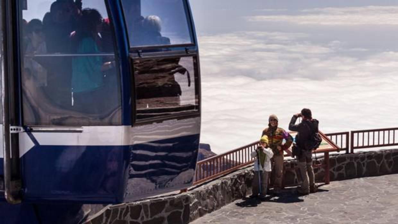 El calor colapsa el teleférico del Teide, Tenerife