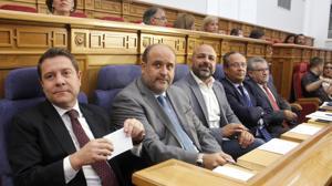 GGarcía Molina sentado en la bancada del gobierno en las Cortes Regionales