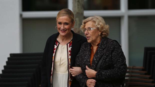 Cristina Cifuentes y Manuela Carmena, juntas en un encuentro de los que mantienen de forma periódica