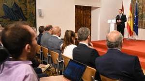 Echenique escucha el discurso de García-Page en el Palacio de Fuensalida de Toledo