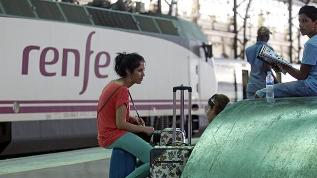 Imagen de archivo de un tren de Renfe en la Estación del Norte de Valencia