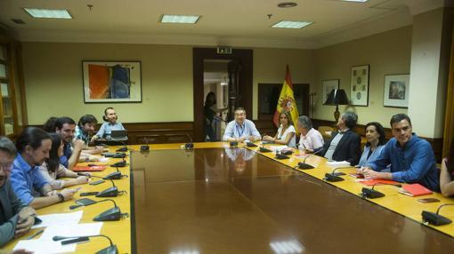 La reunión entre Podemos y PSOE el pasado mes de julio