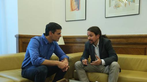 Imagen de la reunión de Sánchez e Iglesias en el mes de junio