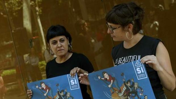 Anna Gabriel y Mireia Vehí, en la presentación de la campaña de la CUP para el 1-O