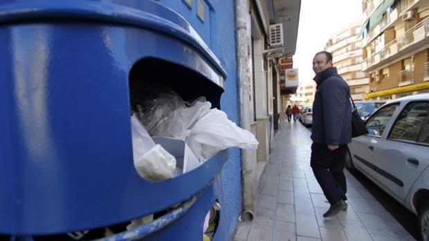 Imagen de una papelera de Alicante