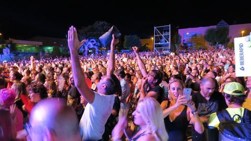 El público, durante el concierto de Fangoria en Mutxamel
