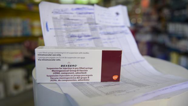 Una de las vacunas que han escaseado, junto con la lista de espera que había en una oficina de farmacia madrileña