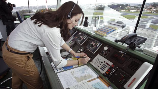 Torre de control del aeropuerto de Alvedro