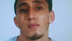 Los Mossos difunden la fotografía de Driss Oukabir, sospechoso de alquilar la furgoneta del atropello
